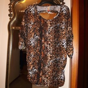 EUC BEAUTIFUL LEOPARD TOP W/RUCHED ON SLEEVE&SIDES